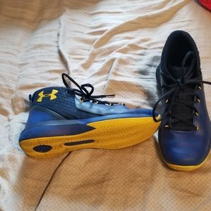 Other - Boys size 5Y Under Armour High Top Shoes